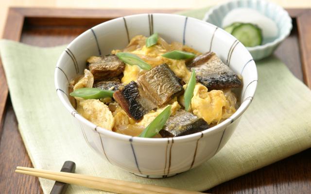 https://www.maruha-nichiro.co.jp/recipe/img/cooking/sanma_kabayaki_tamago_toji_don.jpg